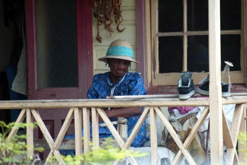 Vrouw op veranda
